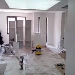 Започна монтажа на белите мебели